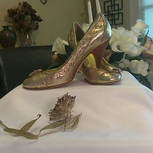 Burberry ladies gold heels with buckle